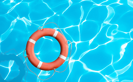 bouee-orange-eau-piscine-bleu.jpg