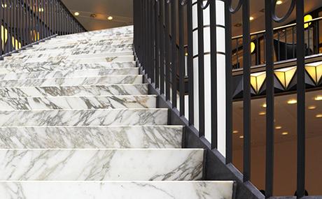 escalier-marbre-blanc.jpg