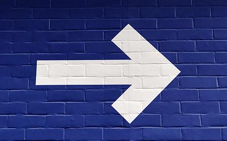 fleche-mur-bleu.jpg